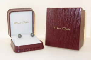 All our Black Pearl Jewelry come in a quality jewelry box.